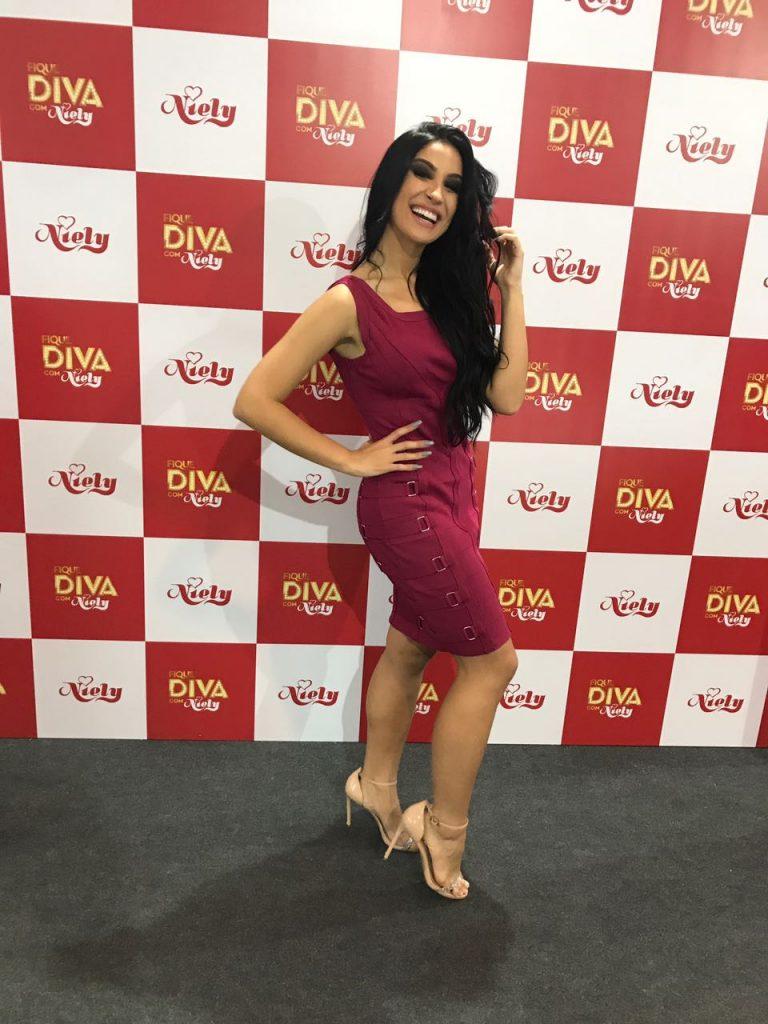 Bianca Andrade causa tumulto em feira de beleza em São Paulo