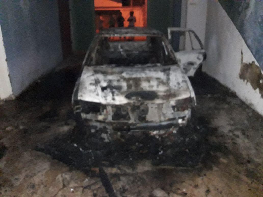 Veículo pega fogo dentro de Estádio, em Paraíso TO