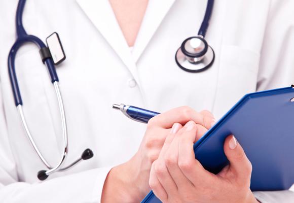 Procedimentos como megahair, micropigmentação e unhas de gel precisam de cautela na hora de serem feitos, alerta dermatologista