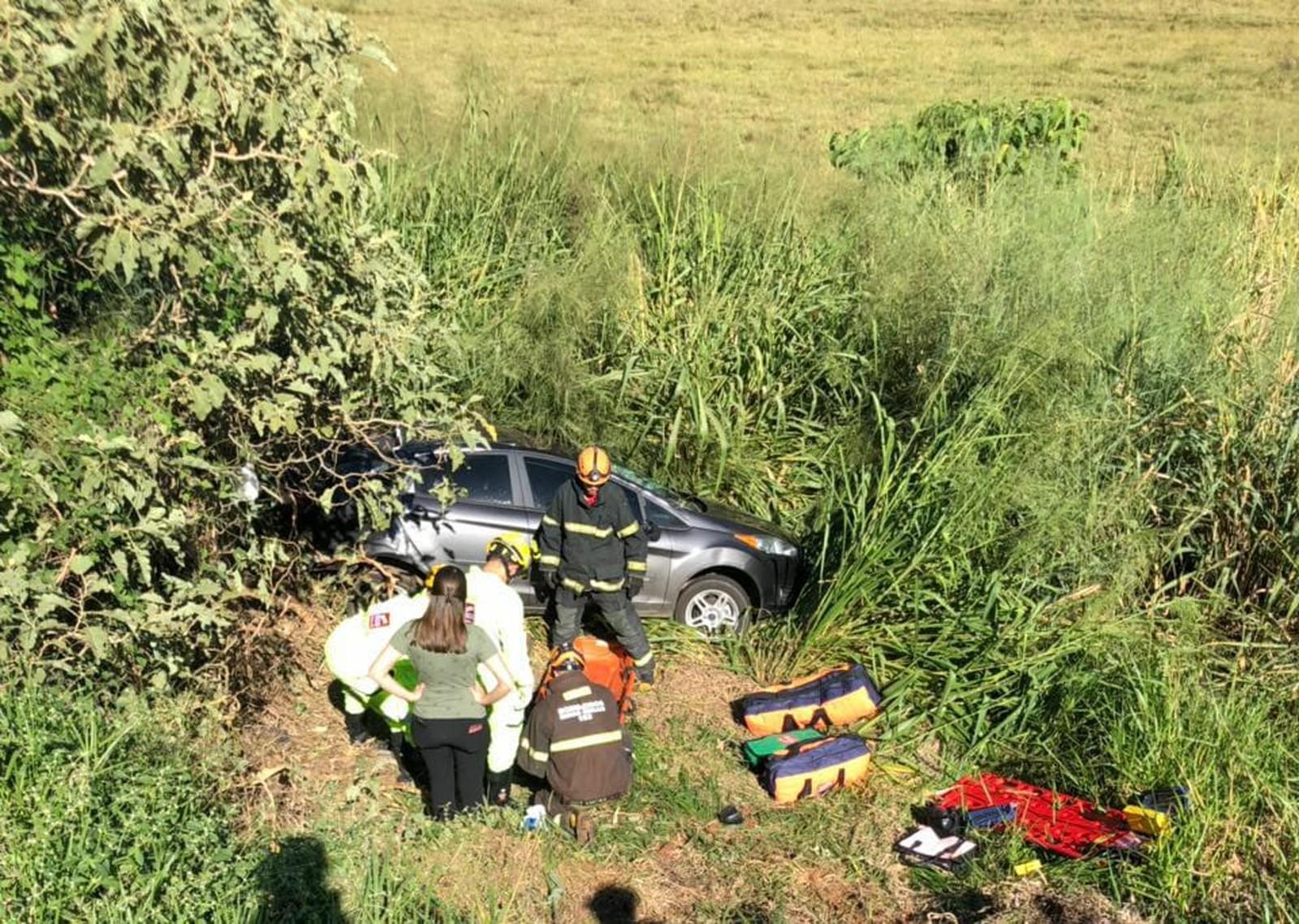 Acidente entre dois veículos deixa feridos na BR-050 em Uberaba