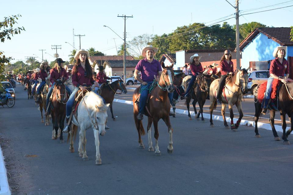Nova Rosalândia finaliza comemorações do 30º aniversário com do cavalgada, shows e um grande churrasco
