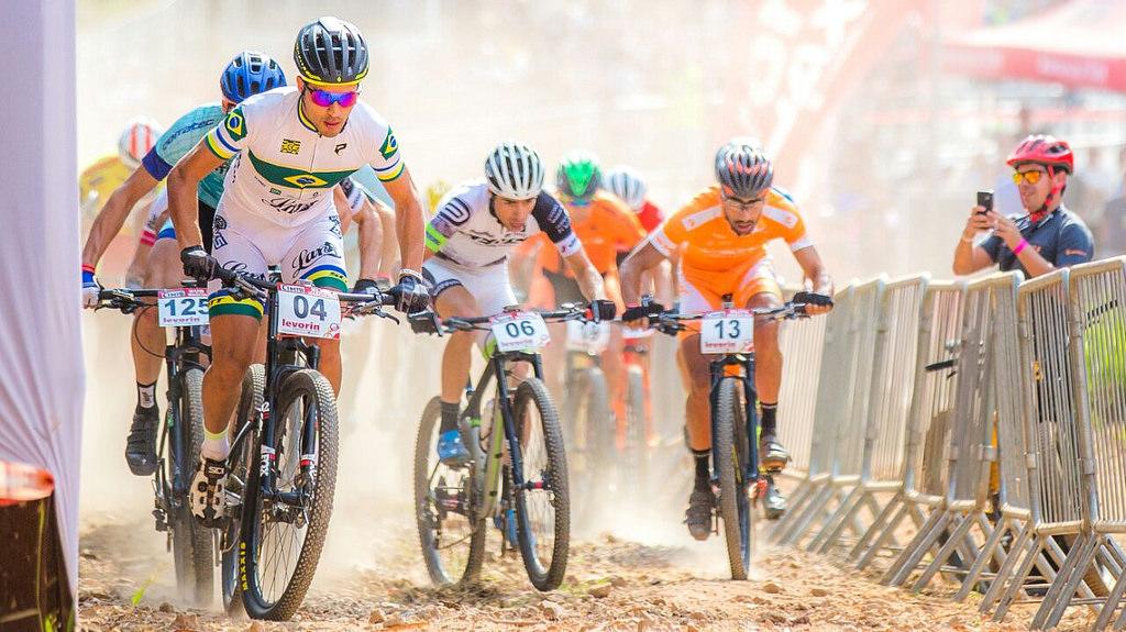 Atletas de diversos países competem na CIMTB Michelin em busca de pontos olímpicos em Araxá (SP)