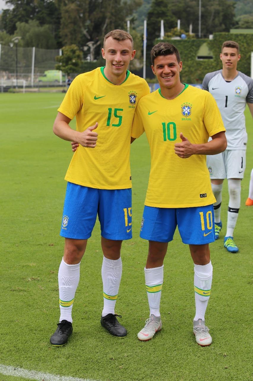 Novamente convocado para seleção brasileira Sub-20, Carlos Augusto, lateral-esquerdo do Corinthians, vislumbra participação no Sul-Americano