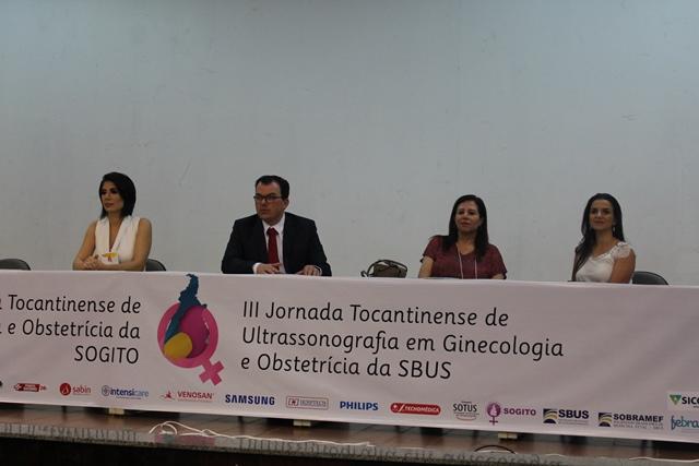 Ginecologistas e obstetras participam da abertura de jornadas da área na Capital