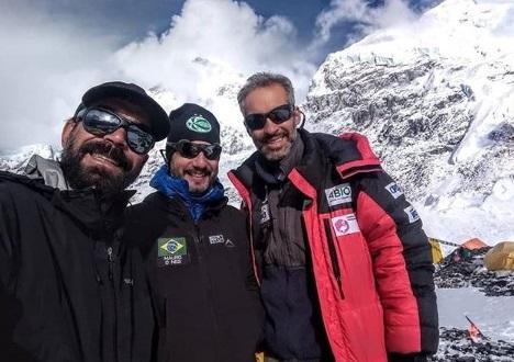 Lições do teto do mundo: Alpinista Rodrigo Raineri comenta os motivos que anteciparam o fim do Projeto Everest 2019