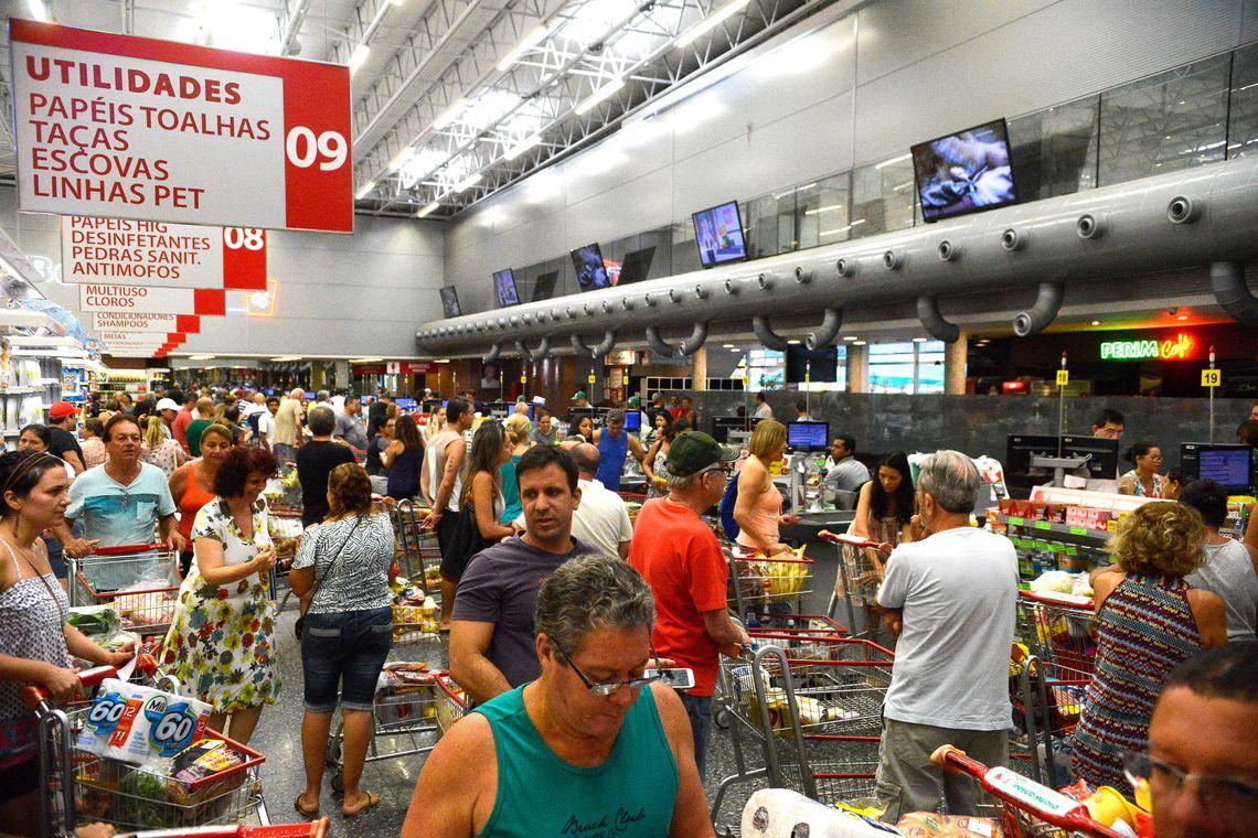 Confiança do Consumidor cresce 1,9 ponto de maio para junho, diz FGV