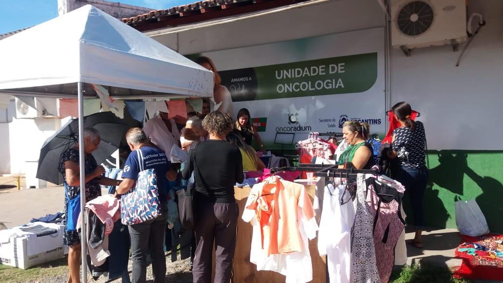 Bazar Solidário arrecada recursos para ajudar pacientes em tratamento contra o câncer em Araguaína