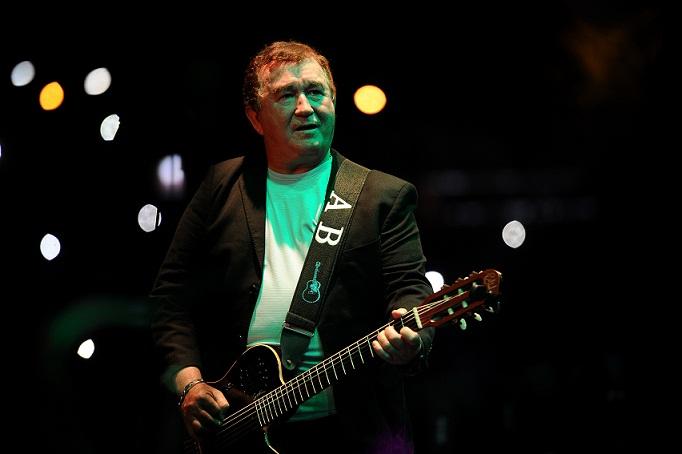 """Música na Band"" exibe show de Amado Batista"