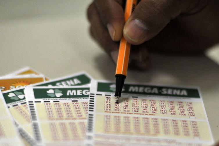 Confira números do sorteio da Mega-Sena deste sábado (11)