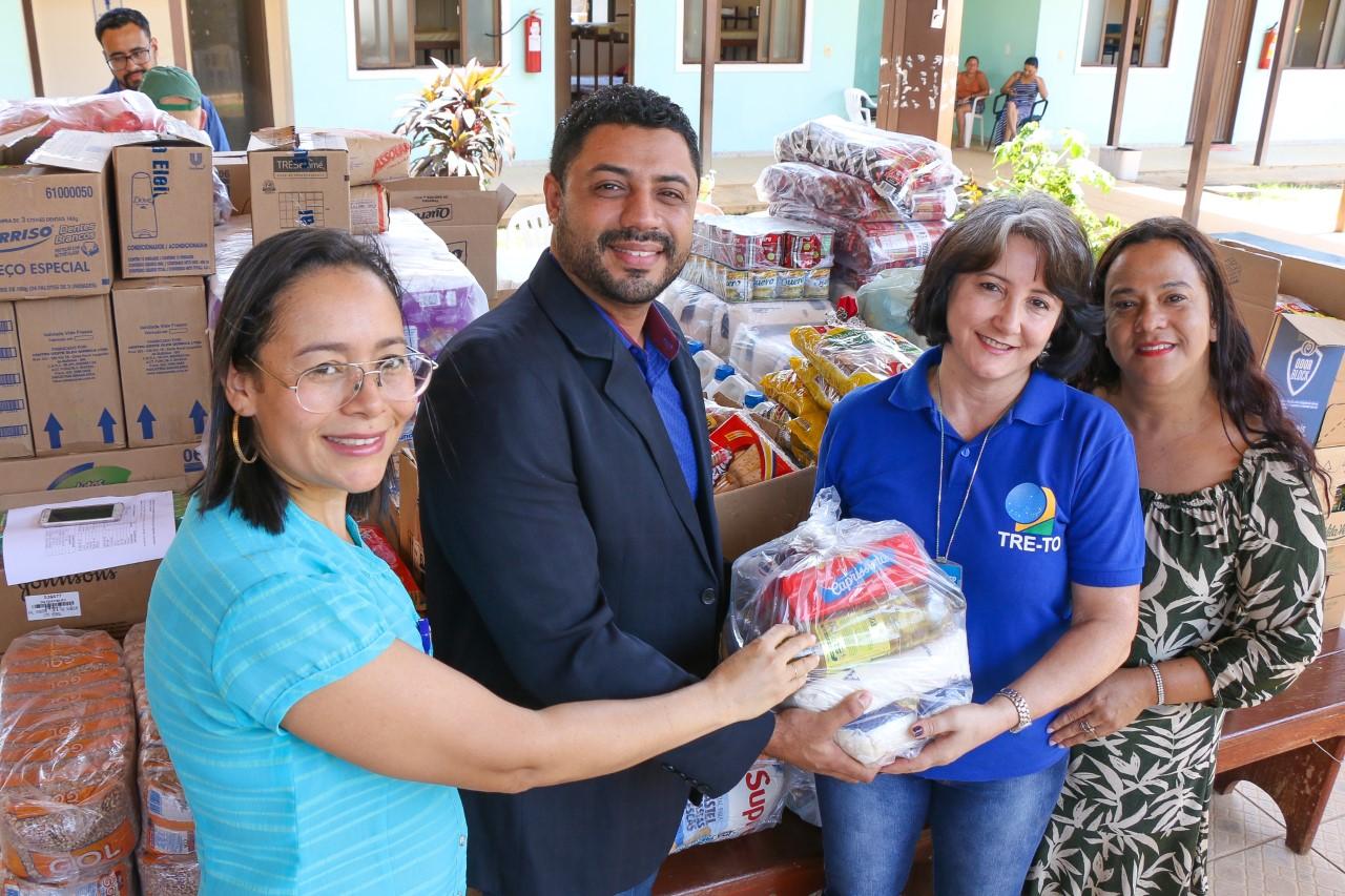 Casa de Apoio recebe doações de servidores da Justiça Eleitoral