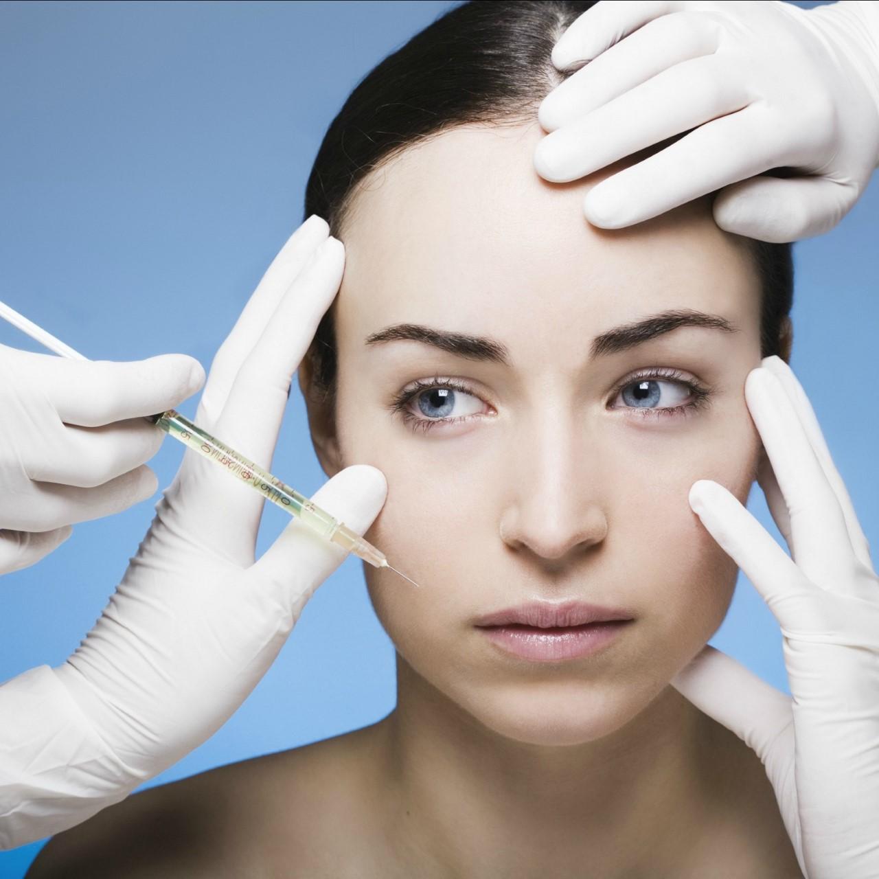 Procedimentos estéticos mal feitos podem acarretar sérios riscos à saúde, explica dermatologista