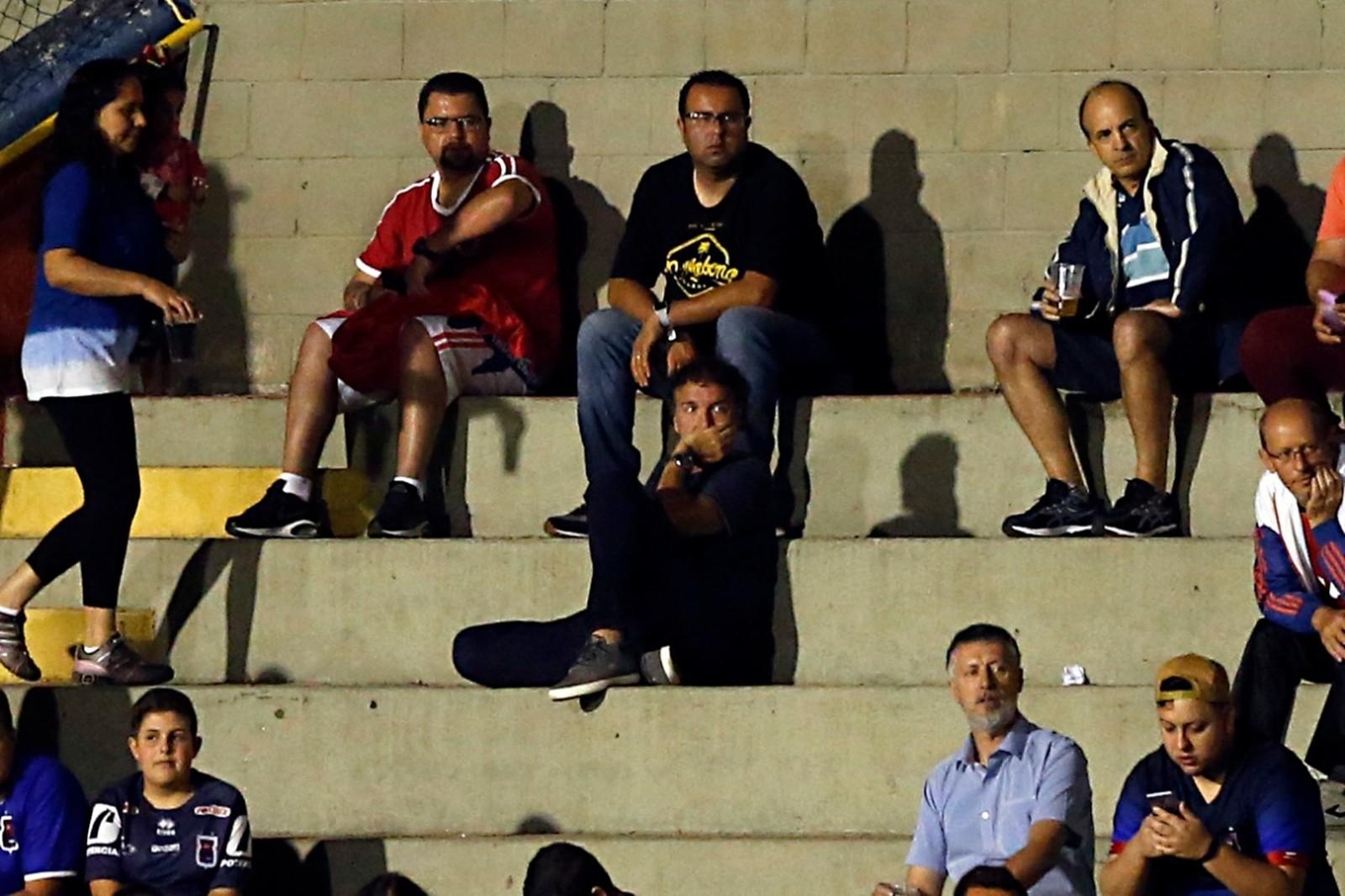 Sem time, Cuca acompanha partida entre Paraná e Londrina na Série B