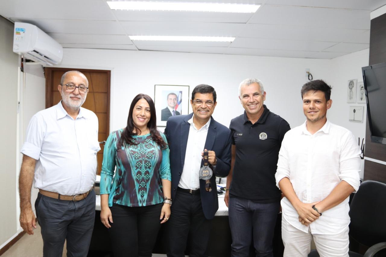 Fundador da Brasil Ride e prefeita de Porto Seguro se reúnem em Salvador para planejar prova de 2020
