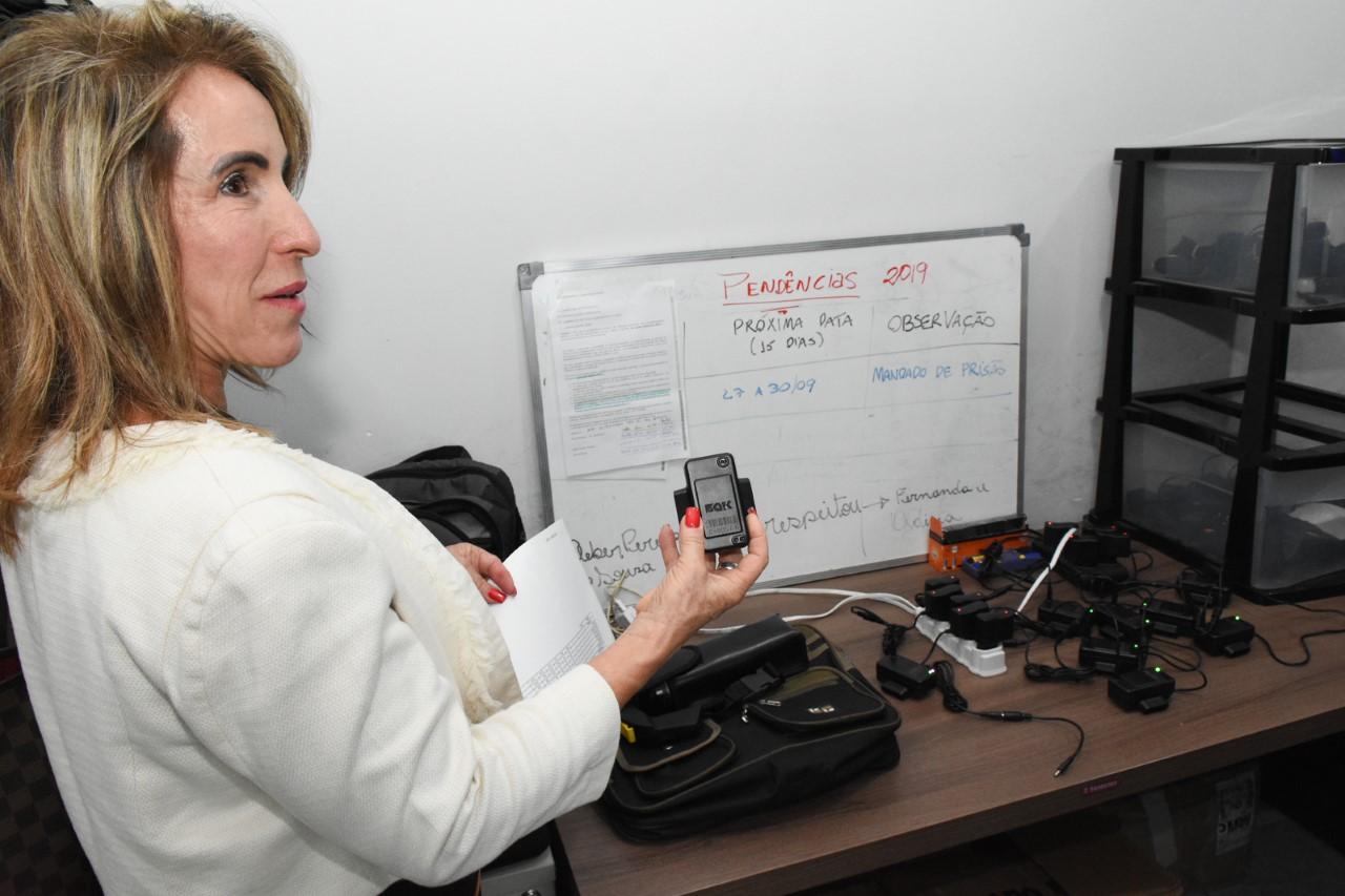 MPE inspeciona retomada do serviço de tornozeleiras eletrônicas na capital