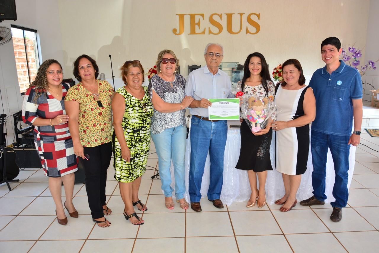 Moisés Avelino e Celso Morais certificam concluintes de Curso de Geração de Renda