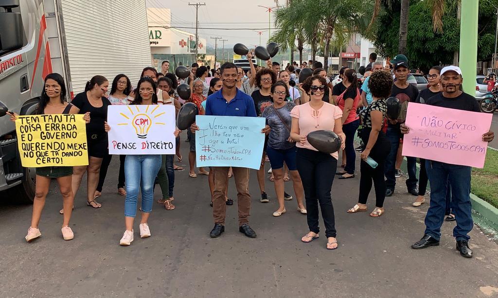 Estudantes e representantes manifestam contra Decreto que torna CPM em Cívico-Militar
