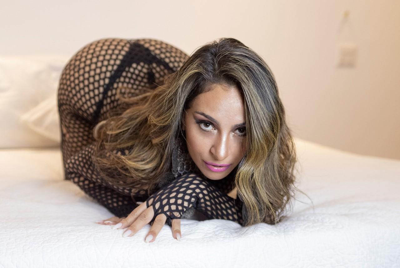 Ex-rainha de bateria Alessandra Mattos comenta sobre sexo: 'A maioria dos homens fala demais e faz de menos'