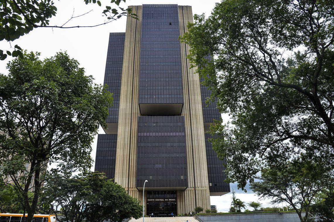 BB anuncia fechamento de 361 unidades e programa de demissão para 5 mil funcionários