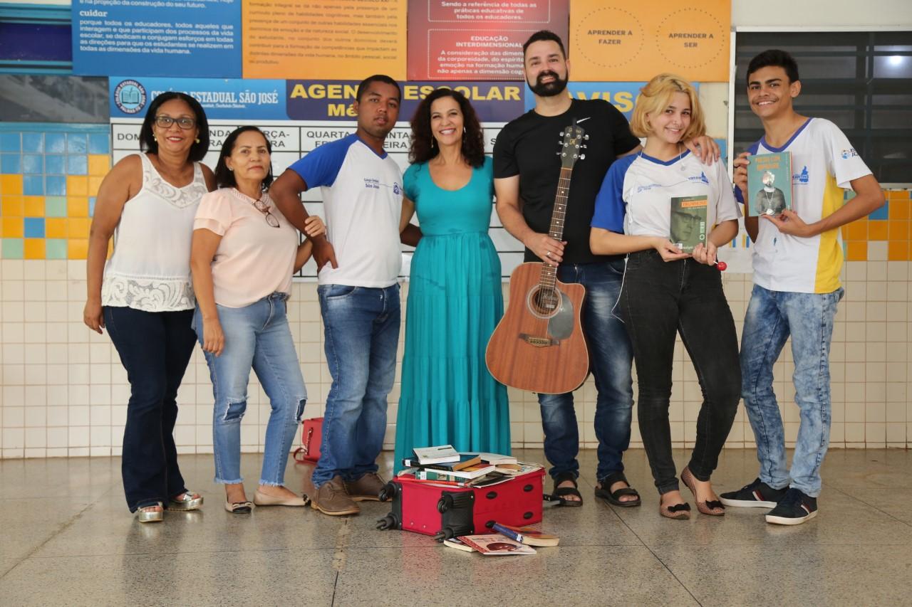 Colégio São José promove interação poética entre alunos e professores