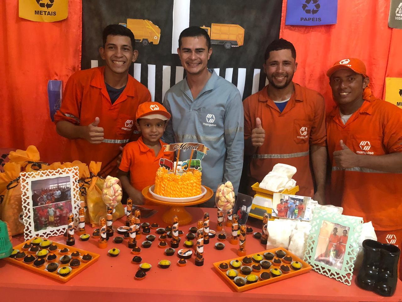 Criança de Manaus completa 5 anos e pede de presente festa com tema 'Gari'