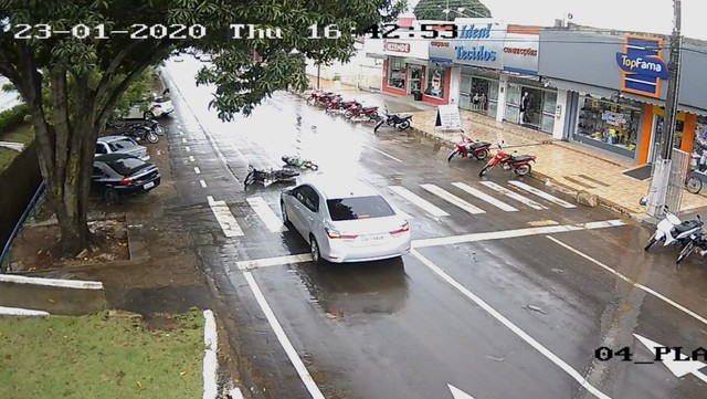 Motociclista fica ferida após acidente na BR-153 em Guaraí; veja o vídeo