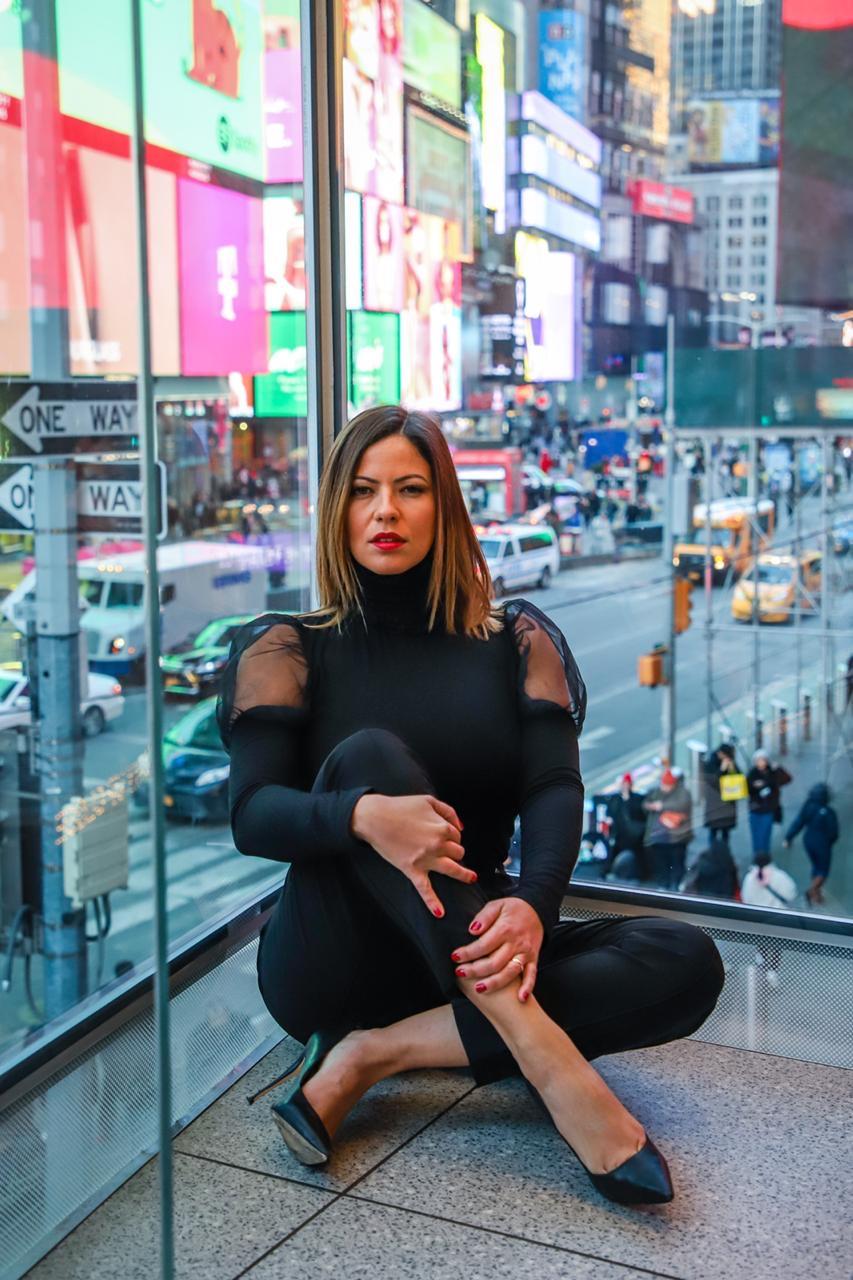 """""""Seria expulsão automática"""" revela Fabiana Britto, primeira brasileira a participar do Big Brother Itália, sobre caso de Mari Gonzalez"""