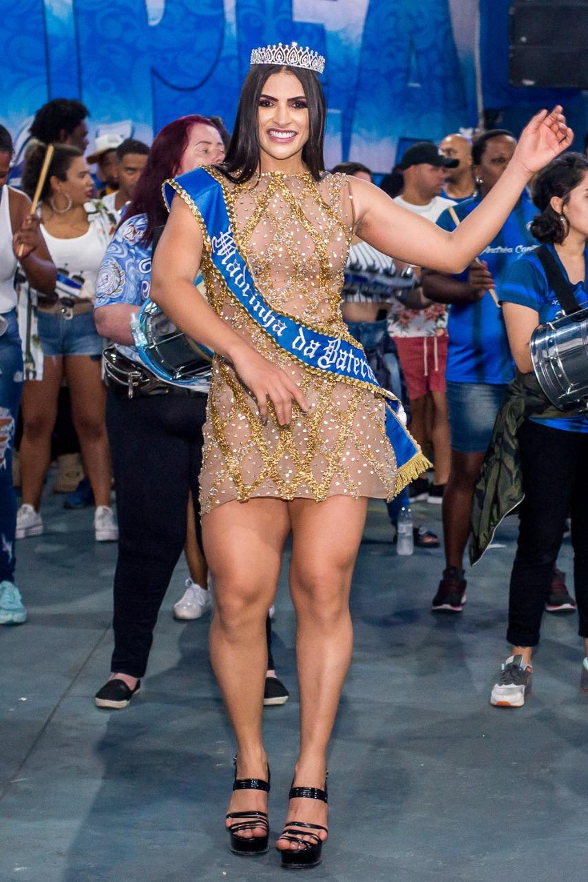 Ítala Bruna é coroada madrinha de bateria da Tatuapé pelo segundo ano