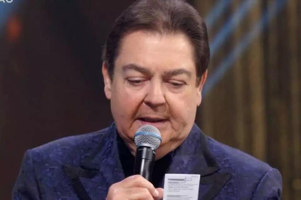 Globo exibe nota do Flamengo em resposta a Faustão