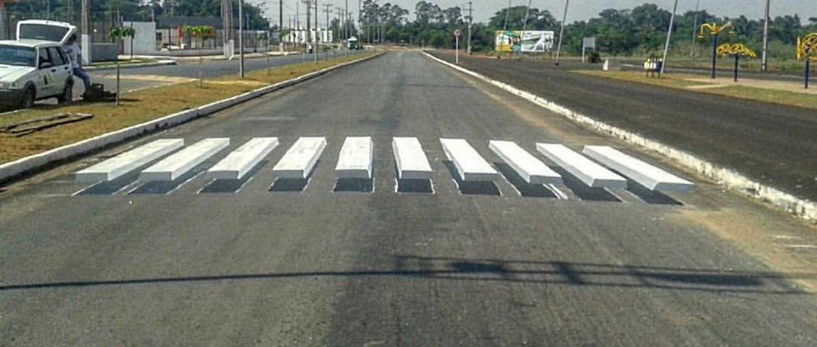 """Arte de grafiteiros: faixas de pedestre em 3D """"obrigam"""" parada de motoristas em Mato Grosso"""