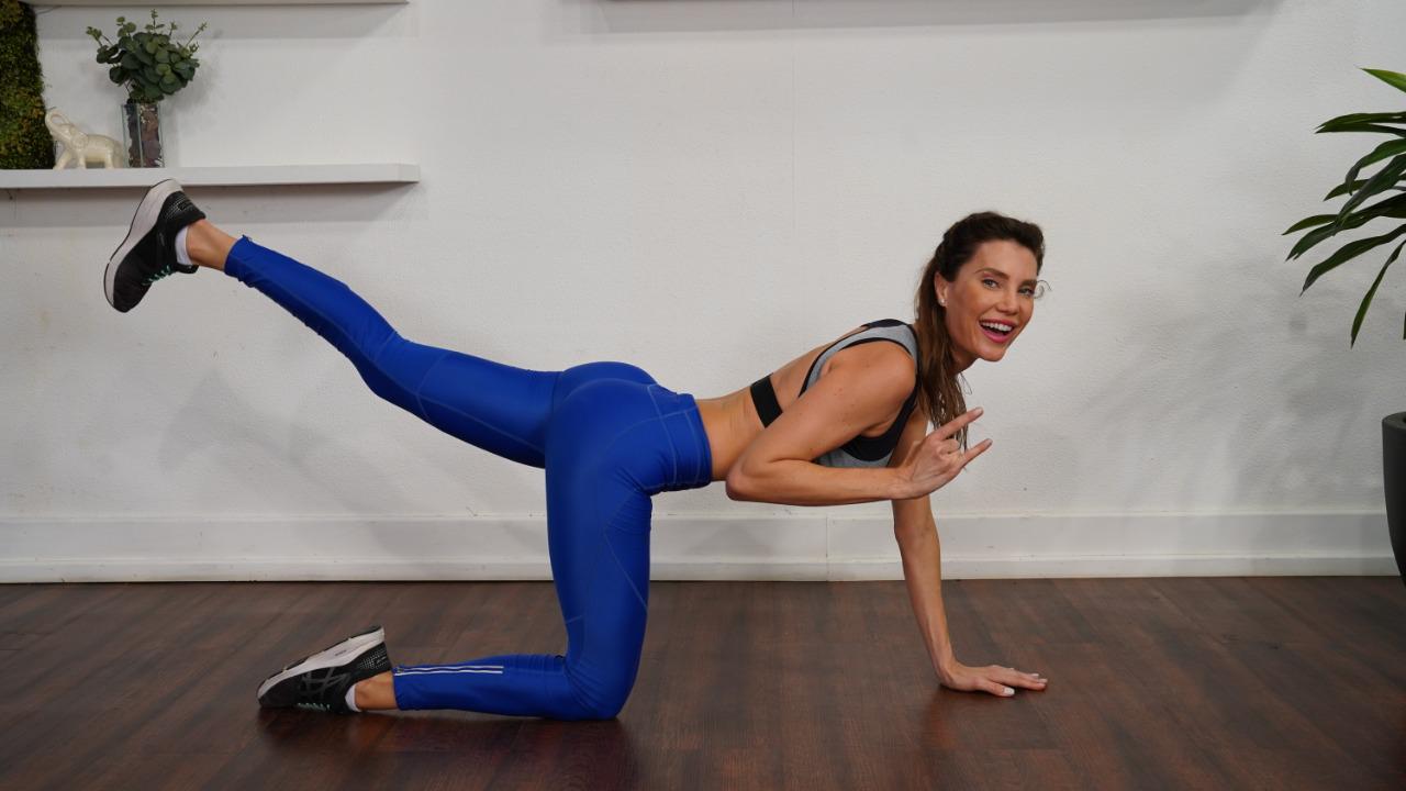 Top model Júlia Pereira dá dicas de como manter a corpo em dia com exercícios caseiros em época de Quarentena