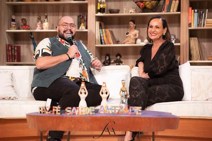 Depois de juntos na Ilha de Caras, Faa Morena recebe Tiago Abravanel em seu programa especial de aniversário