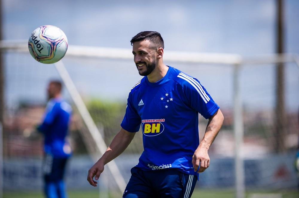 Com tratamento nas férias e no carnaval, Robinho tem recuperação surpreendente e está próximo de voltar aos gramados pelo Cruzeiro