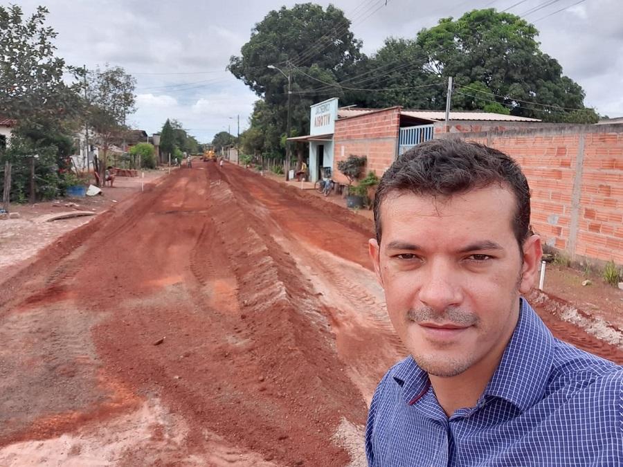 Prefeito Isaias Piagem visita obras de pavimentação asfáltica em Marianópolis
