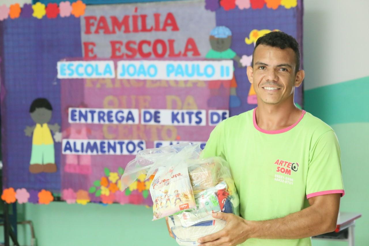 Estudantes de Palmas e mais três municípios começam a receber os kits de alimentos e materiais de higiene