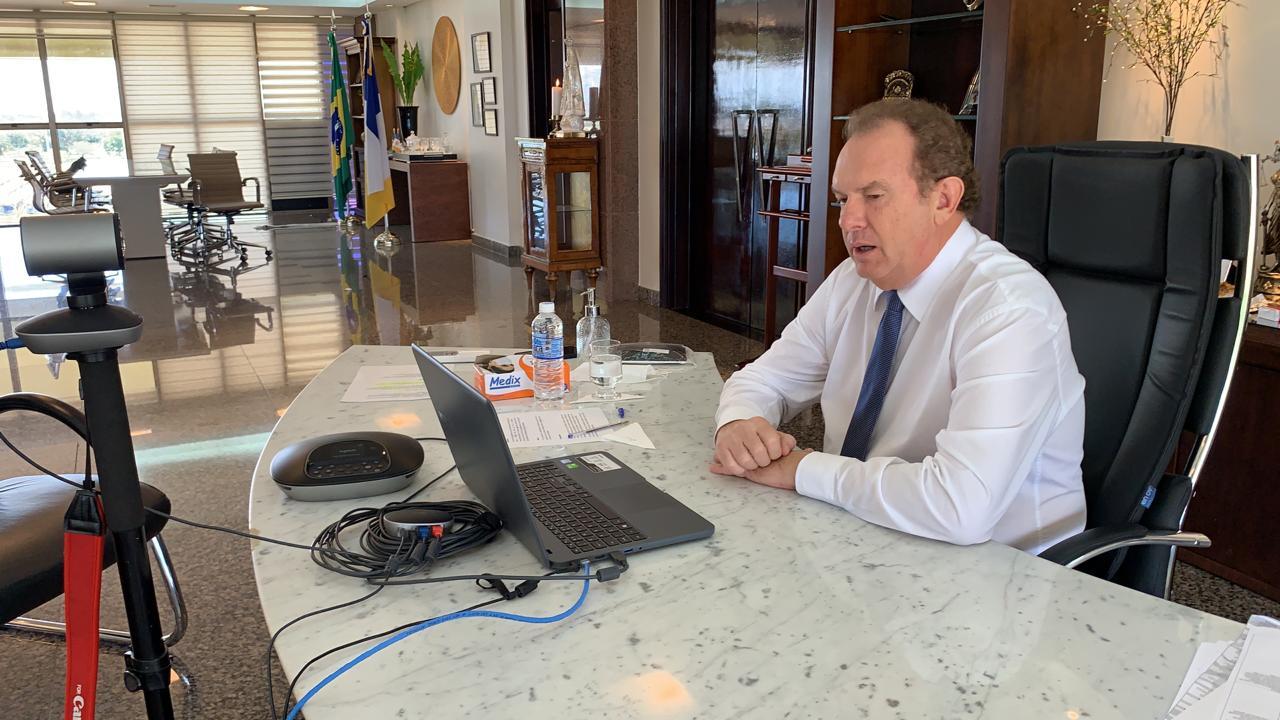 Governador Carlesse participa de web conferência com diretores escolares de Araguaína sobre kits de alimentos