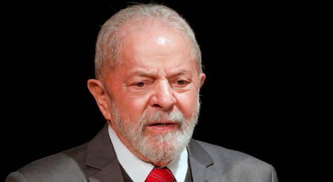 Em ataque ao presidente, Lula solta: 'Ainda bem que natureza criou esse monstro chamado coronavírus'