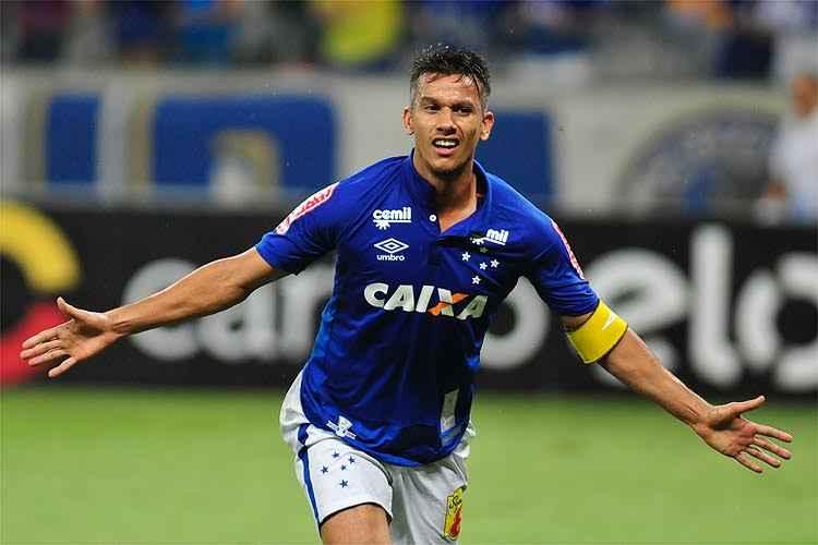 Volante do Cruzeiro, Henrique passa bem após acidente de carro
