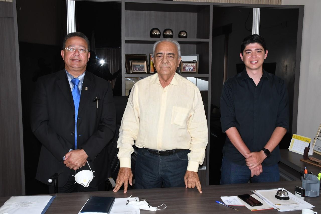 Moisés Avelino e Celso Morais recebem Tom Lyra, secretário estadual de Indústria e Comércio