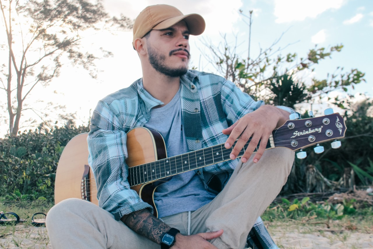 Gabriel Portugal lança clipe do single 'Filha do Sol'