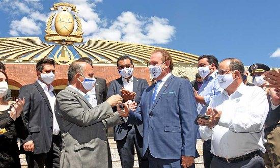 Entrega de máquinas pesadas e medidas de enfrentamento e prevenção à Covid-19 marcam a semana no Governador Mauro Carlesse