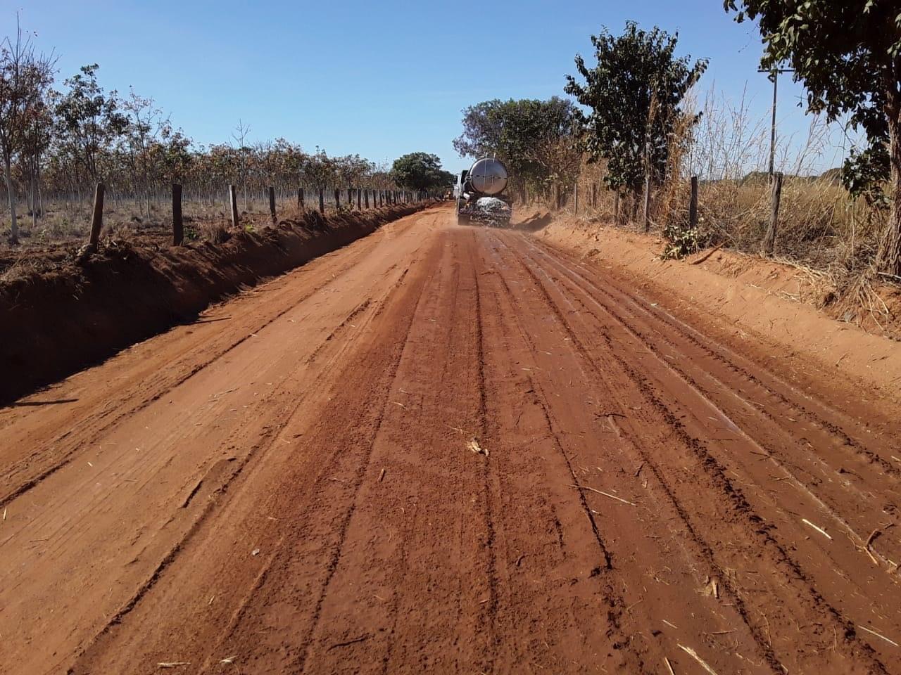 Governo do Tocantins realiza manutenção em estrada que dá acesso à Unidade de Tratamento Penal de Cariri