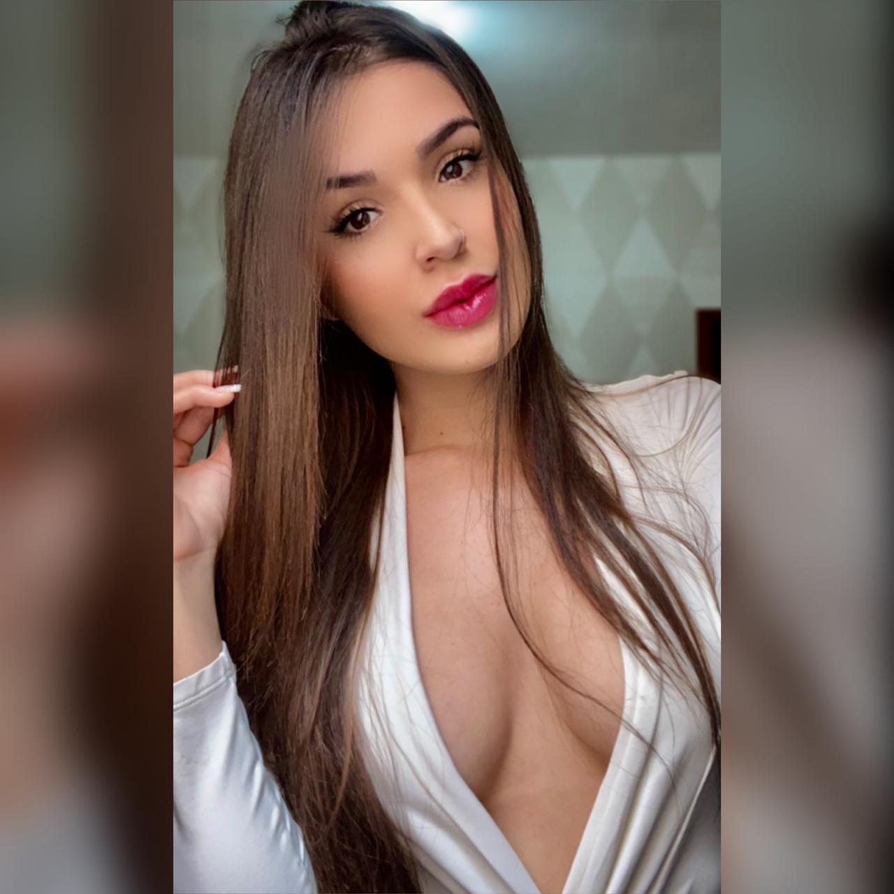 Modelo Isa Rodrigues chama atenção nas redes sociais