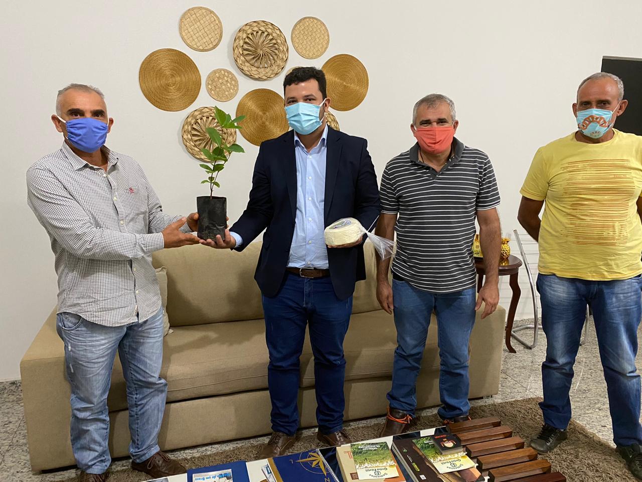 Prefeitura de Barrolândia firma acordo de cooperação para agroindústria de queijo artesanal no município