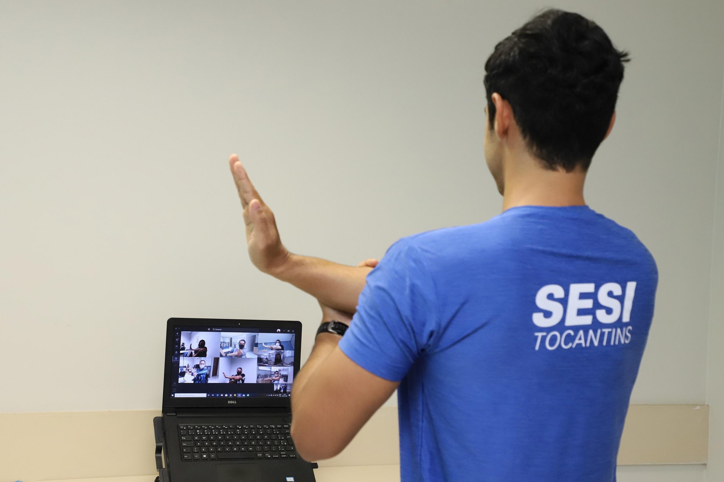 SESI leva ginástica laboral às indústrias por meio de plataforma online