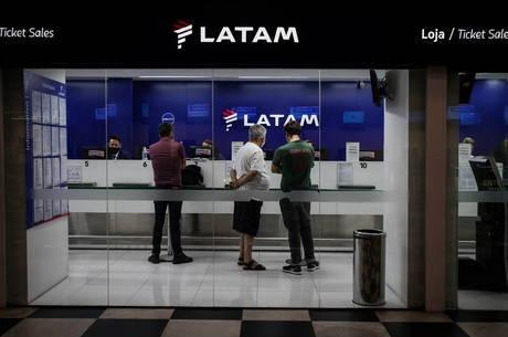 Sem acordo com sindicato, Latam decide demitir pelo menos 2,7 mil