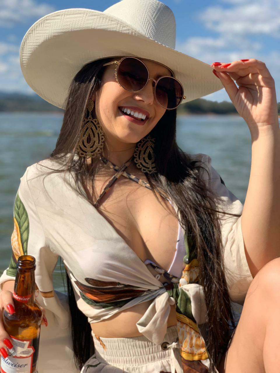 Modelo Fabíola Jeanne faz sucesso como Rainha dos Rodeios