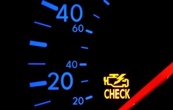 Luz acesa no painel pode indicar combustível adulterado; veja outras falhas