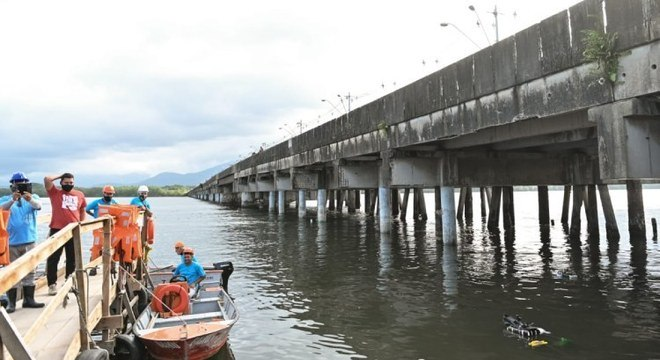 Bolsonaro visita obra de ponte de R$ 57 milhões em São Vicente