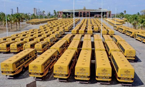 Governo do Tocantins promove segunda etapa da entrega de ônibus escolares e beneficia mais 28 municípios