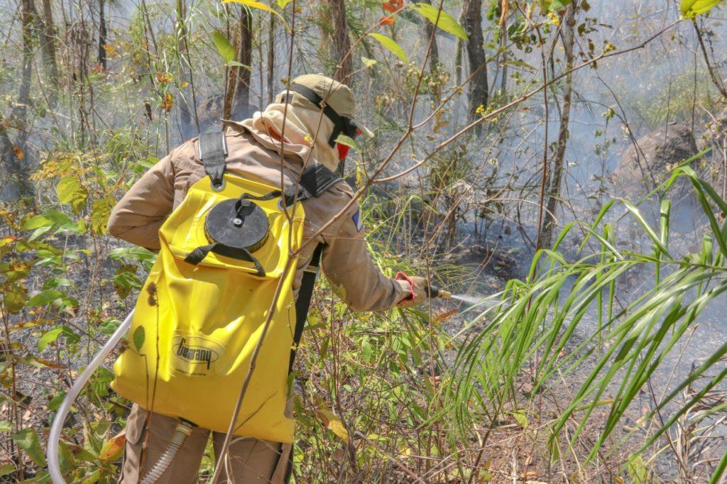 Militares e brigadistas vão a Taquaruçu para 18º dia de combate aos incêndios florestais